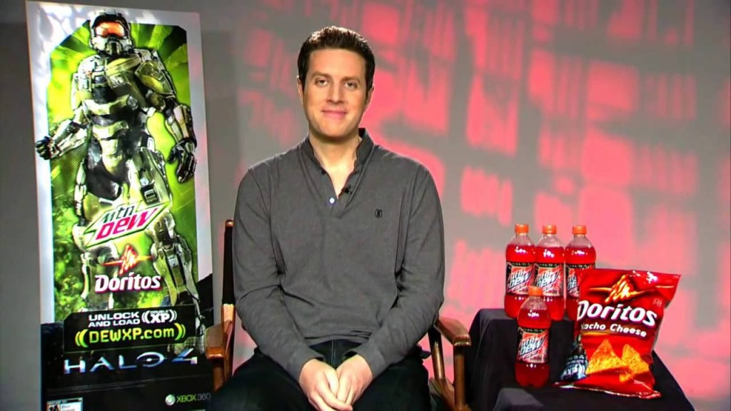 Geoff Keighley, flanked by Mountain Dew and Doritos branding prior to the release of Halo 4