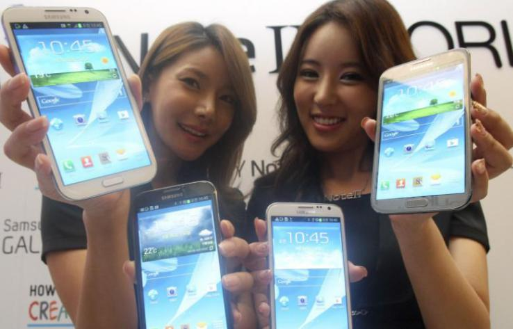 Japanese girls model the latest phablets